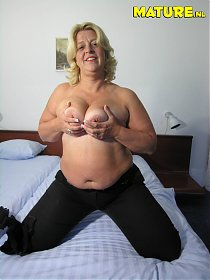 This horny mature slut really is in for a lot of fun