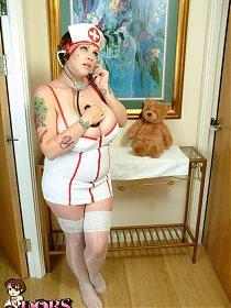 Dors Feline - Big Boobed British Babe