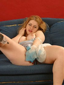 Raunchy live solo scene with a chubby model taking off her dress to play with her cooze live